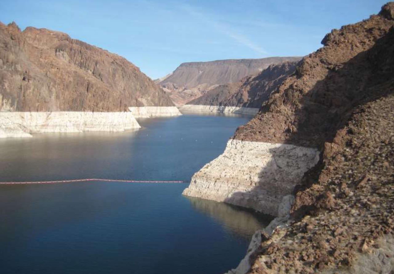 Высыхающее озеро: все 7 мест на планете
